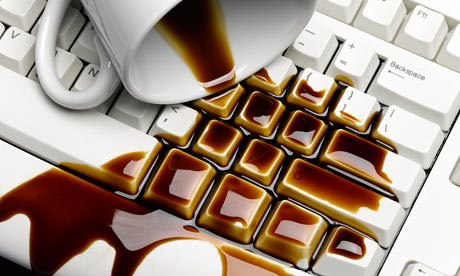 Drink-spilled-on-keyboard-008